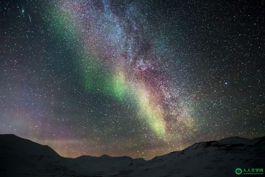 站在北极望星空图片